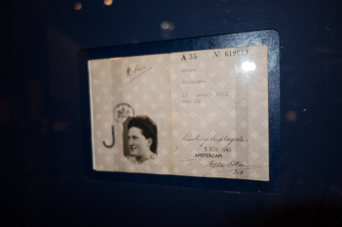 1200px-1941_Jewish_identity_card_(26520283018).jpg
